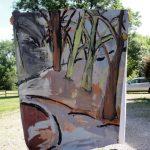 Een schilderij wordt getoond in de tuin