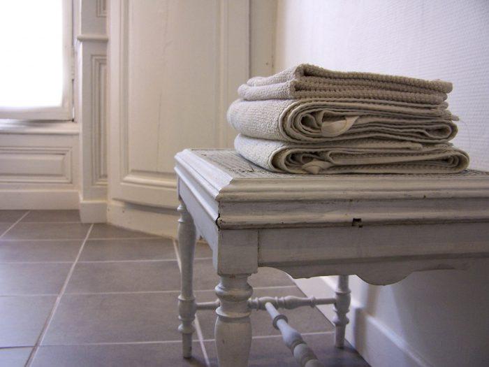 badlakens op krukje