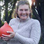 blije Ilja met pompoen oogst